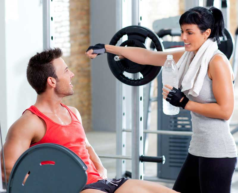 how to flirt with a girl at the gym